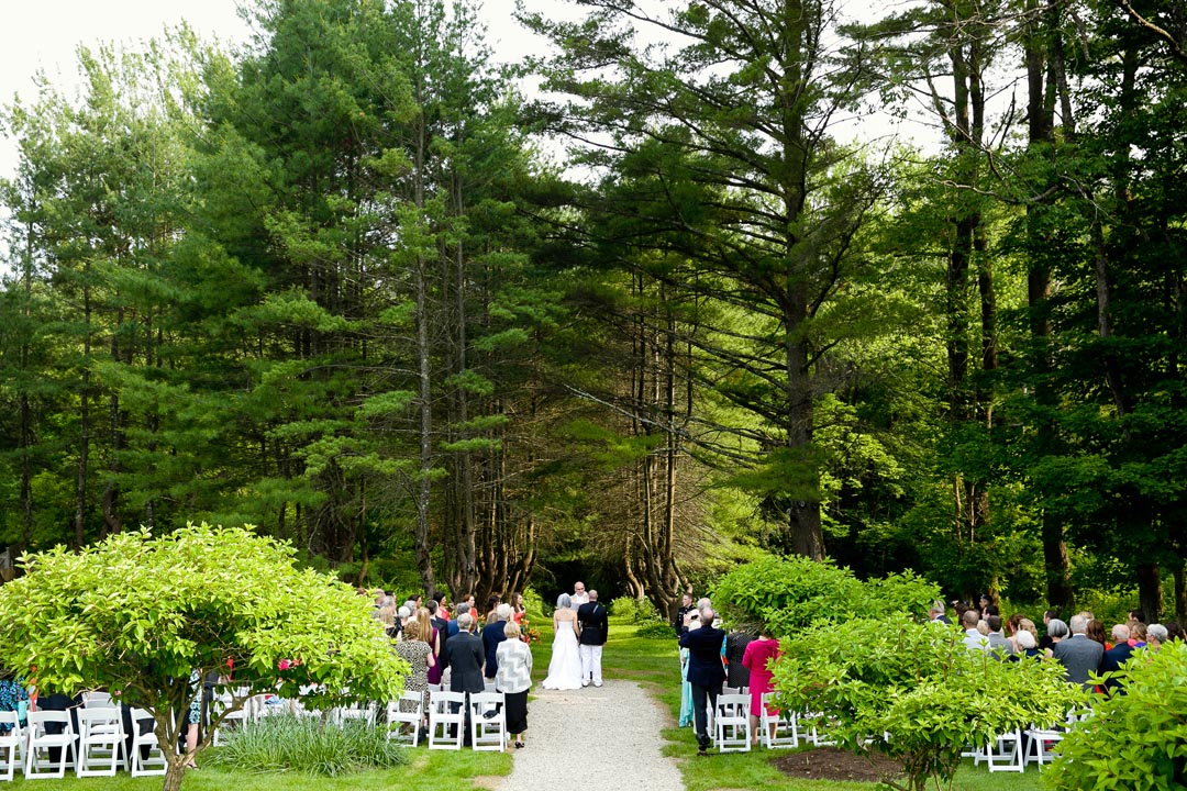 Birde and Groom getting married at Seven Hills Inn