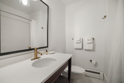 Manor-House-Guestroom-16-Bath-web